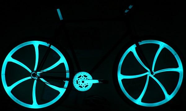 Bike paint spray phosphorescent